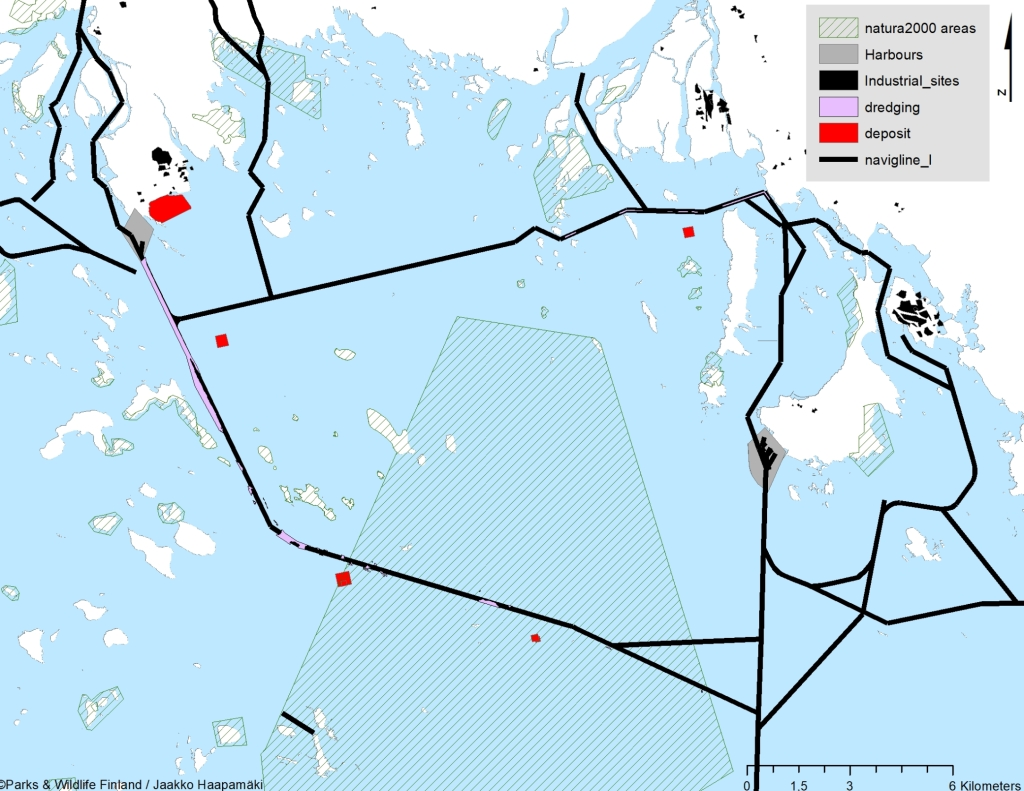 A map of northern Bothnian Bay, showing natura2000 areas, harbours, industrial sites, dredging deposit and navigation line.
